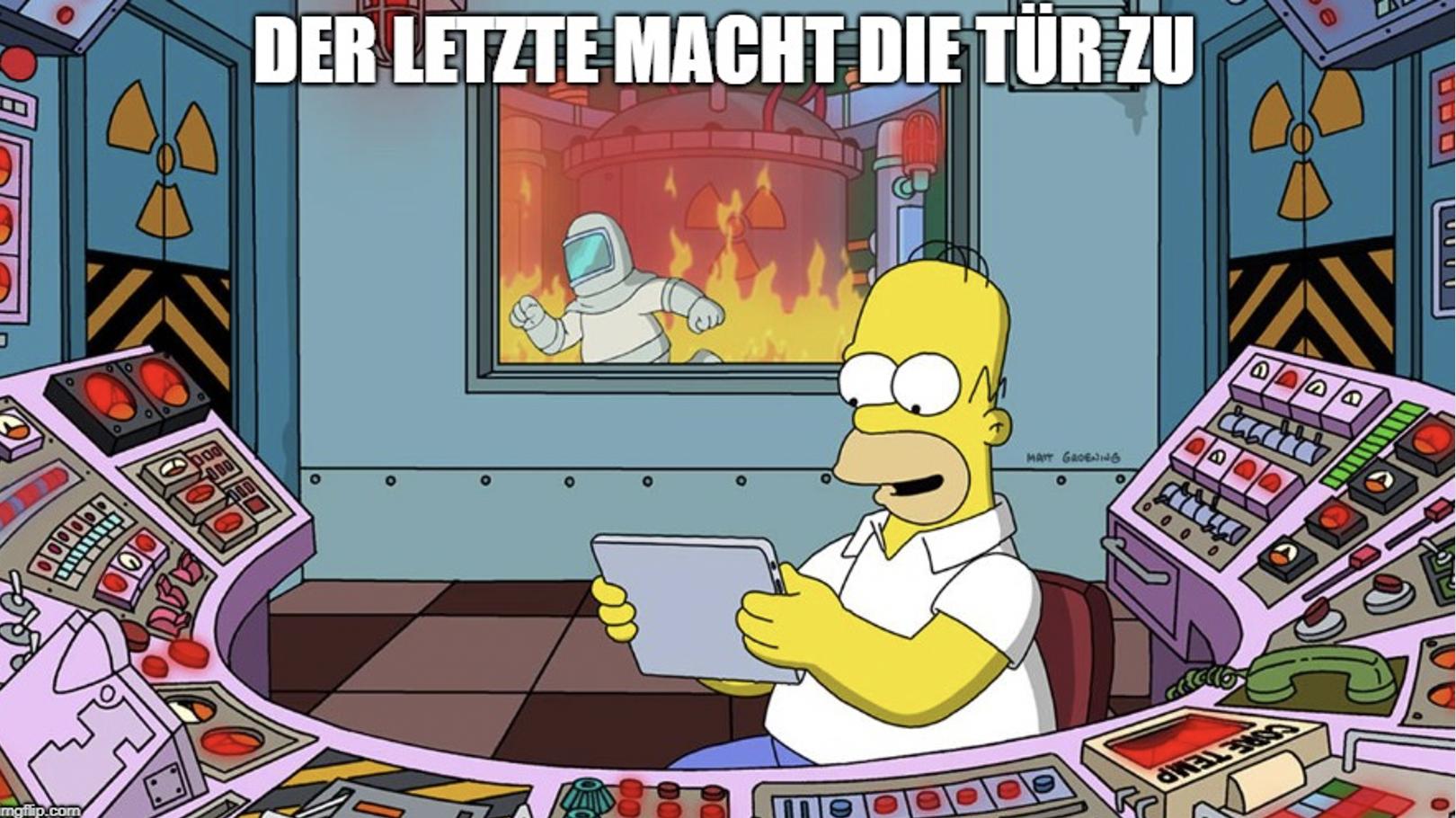 Homer Simpson am Tablet mit Kontrolle über Tür