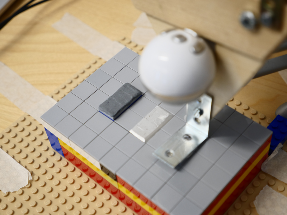Lego platform simulating the resistance of the virtual table